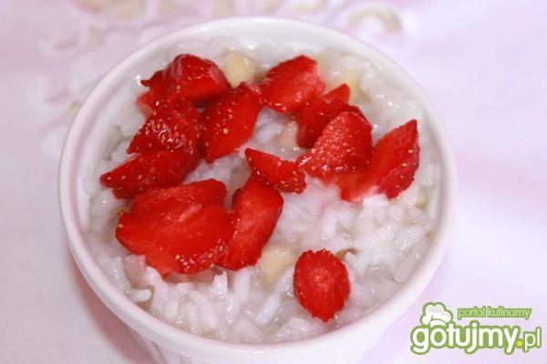 Ryż z jabłkami i truskawkami