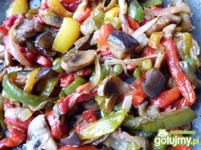Ryż zapiekany z warzywami i żółtym serem