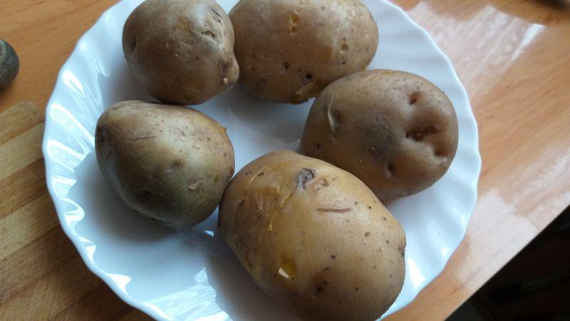 Sadzone jajka zapiekane w ziemniakach