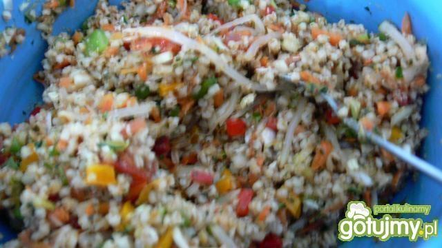 Sajgonki z kaszą jęczmienną i warzywami