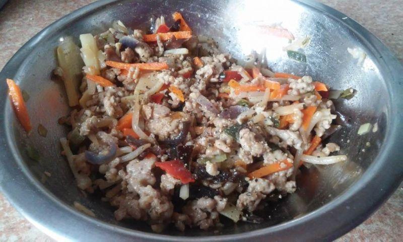 Sajgonki z mięsem i warzywami