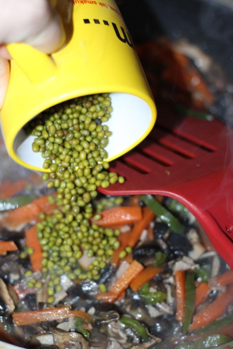Sajgonki z warzywami i szynką