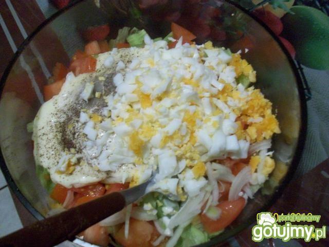 sałata lodowa z makaronem ryżowym