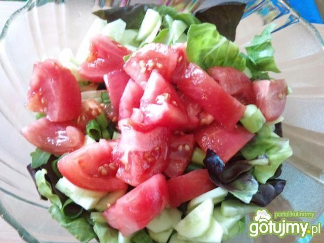 Sałata obiadowa z pomidorkiem