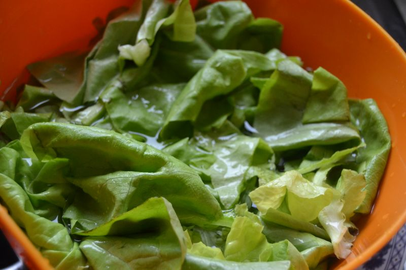 Sałata obiadowa ze śmietaną oraz szczypiorkiem