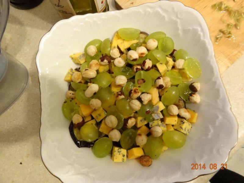 Sałata z bakłażanem i serem pleśniowym
