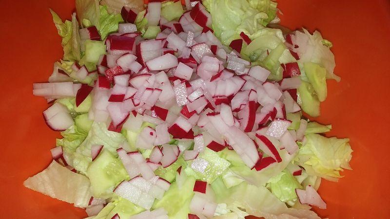 Sałata z kwaśną śmietaną i warzywami
