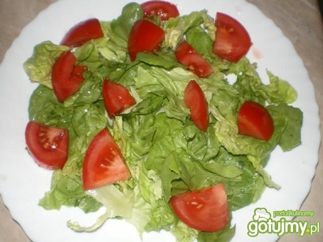 Sałata z oscypkiem, pomidorem i żurawiną