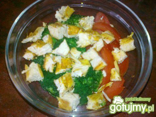 Sałatka - brokuł i grillowany kurczak