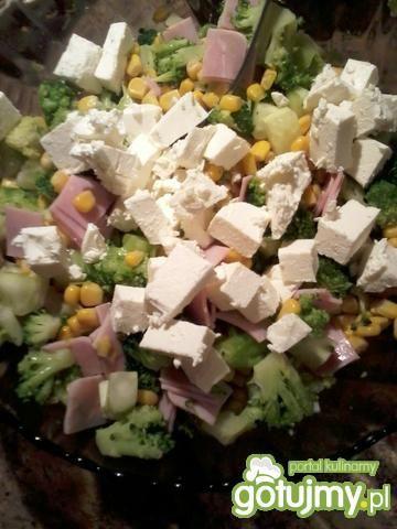 Sałatka brokułowa 11