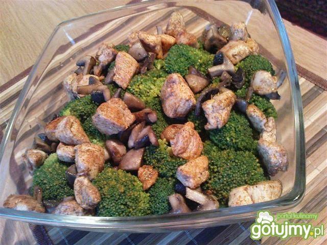 Sałatka brokułowa z kurczakiem 4