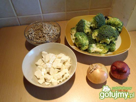 Sałatka brokułowa ze słonecznikiem