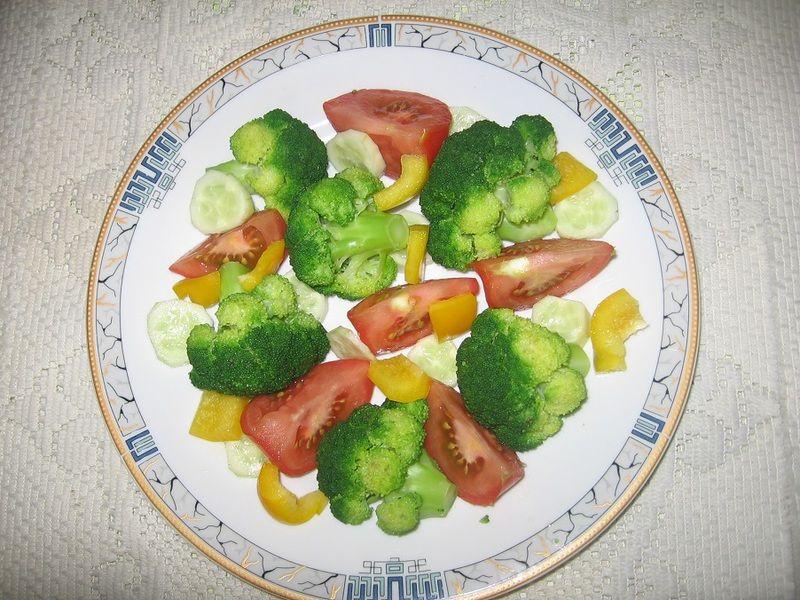 Sałatka brokułowa ze szczypiorkiem