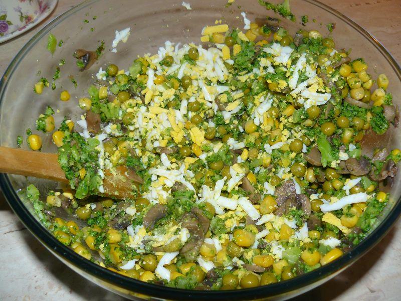 Sałatka brokułowo - pieczarkowa