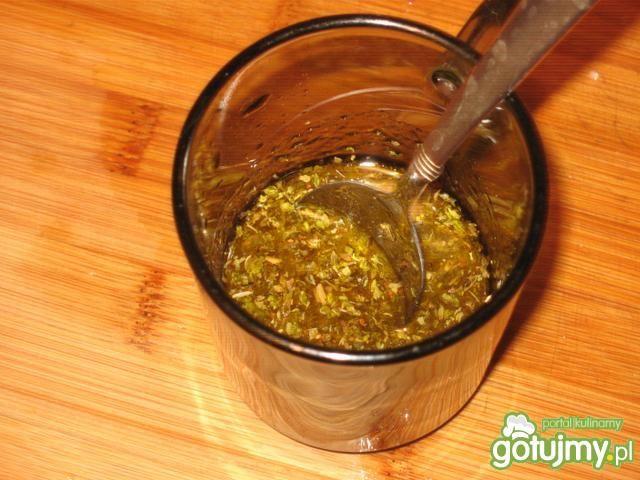 Sałatka grecka z zielonymi oliwkami