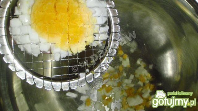 Sałatka jajeczna z tuńczykiem, kukurydzą