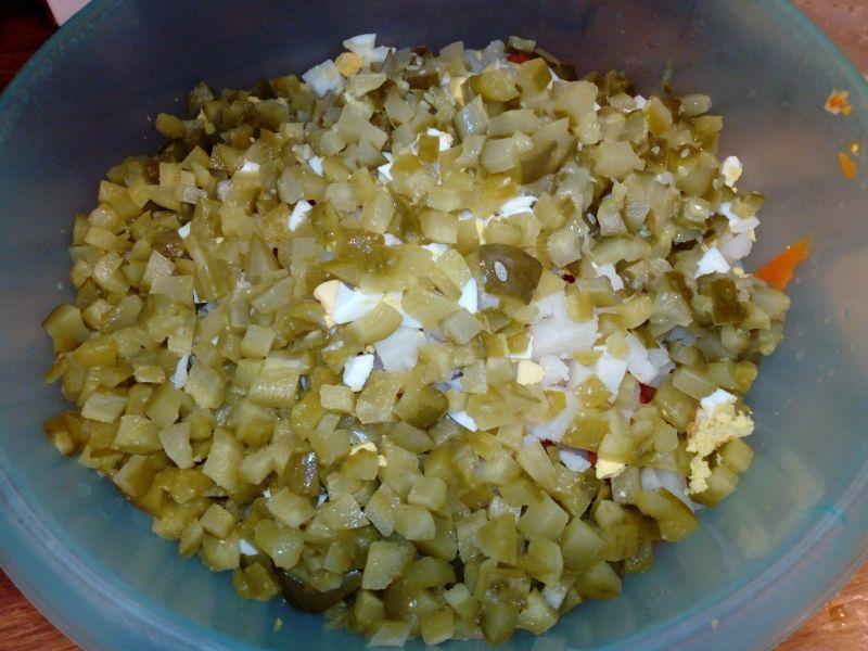 Sałatka jarzynowa z kukurydzą, fasolką, pasternak
