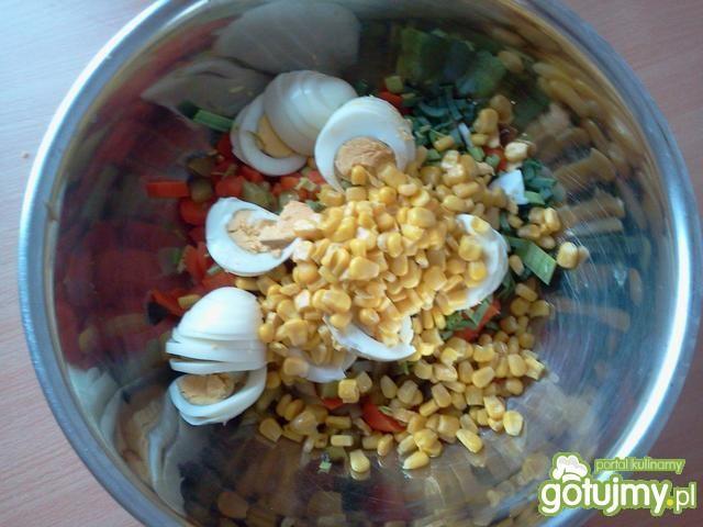 Sałatka jarzynowa z kukurydzą i porem