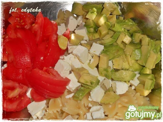 Sałatka makaronowa z awokado