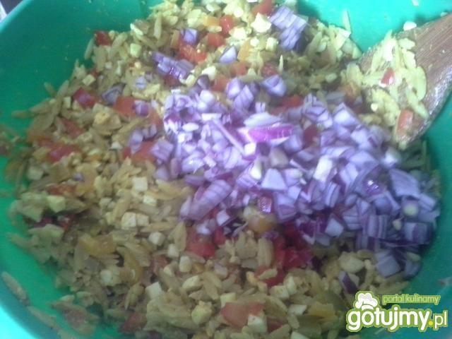Sałatka makaronowa z curry