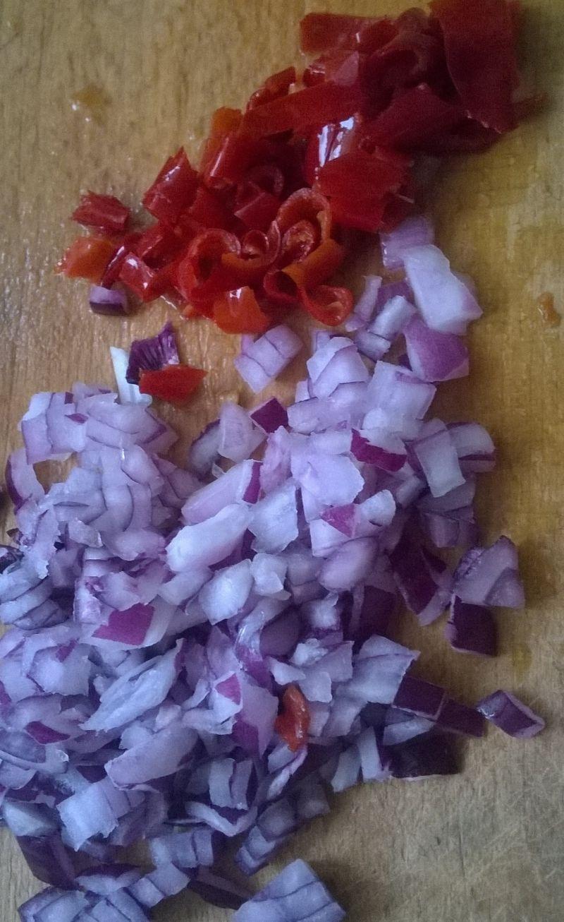 Sałatka makaronowa z marynowaną papryczką