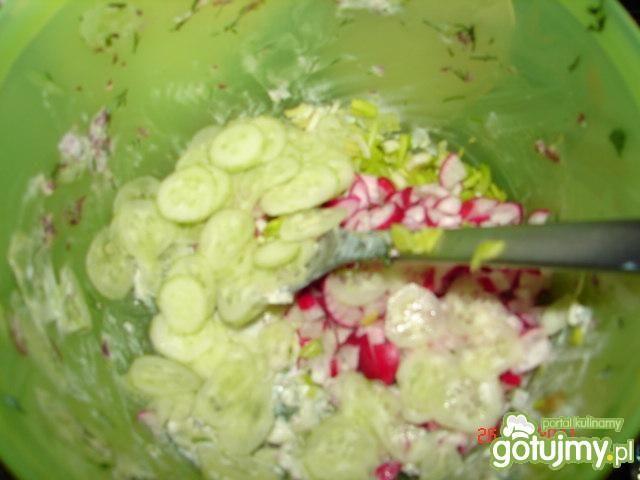 Sałatka na bazie zielonego ogórka