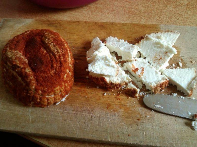 Sałatka na śniadanie z wędzonym białym serem