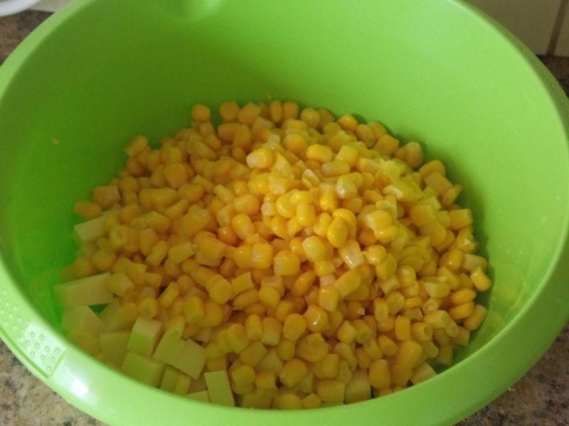 Sałatka na szybko z ryżowym makaronem