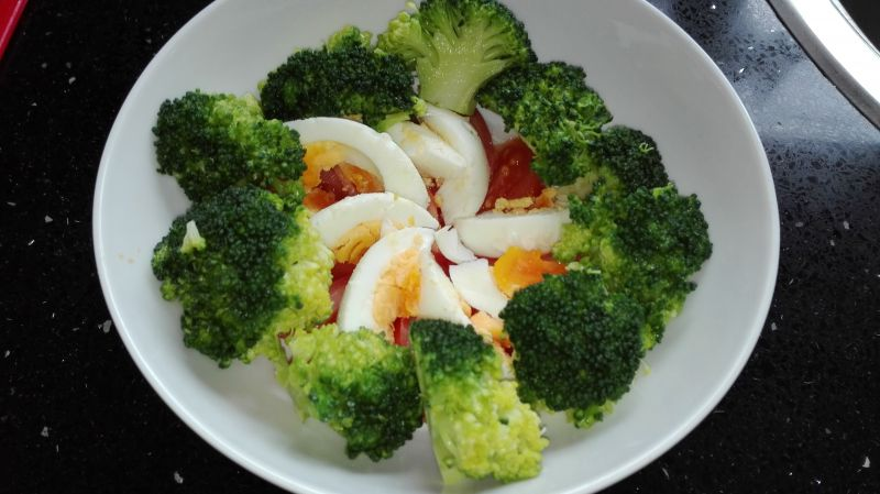 Sałatka nr 2 - brokułowa - dieta 1200 kalorii