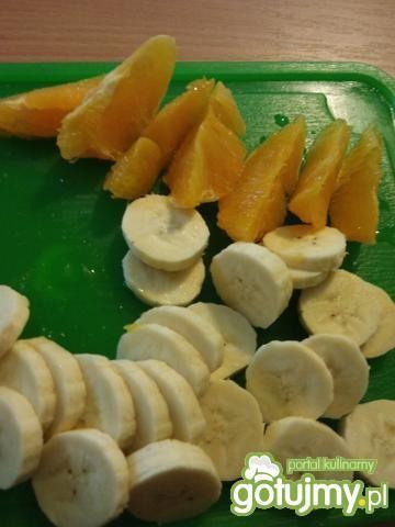 Sałatka owocowa z bitą śmietaną