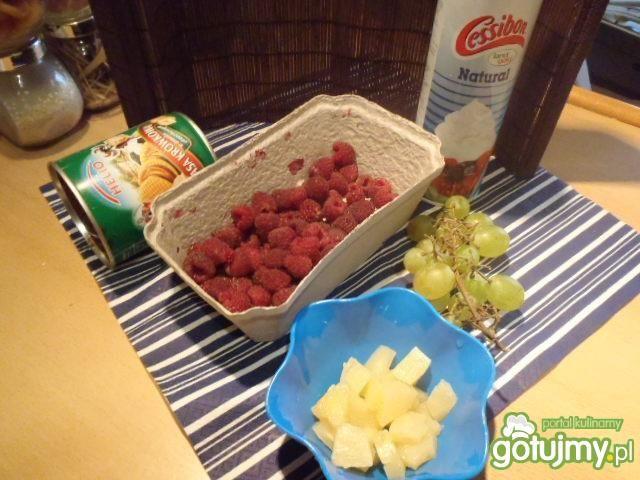 Sałatka owocowa z masą krówkową