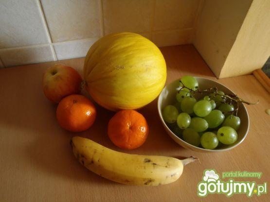 Sałatka owocowa z prażonym słonecznikiem