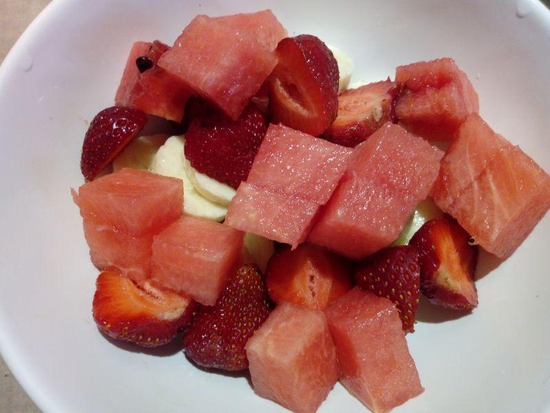 Salatka owocowa z sosem