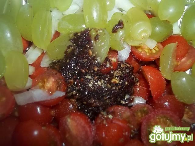 Sałatka pomidorowo-winogronowa