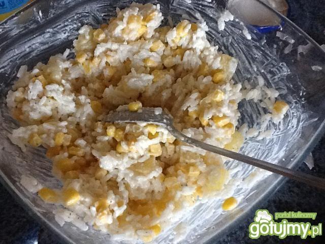 Sałatka ryżowa z czosnkiem 4