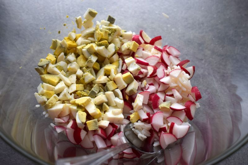 Sałatka ryżowa z fasolką szparagową i rzodkiewką