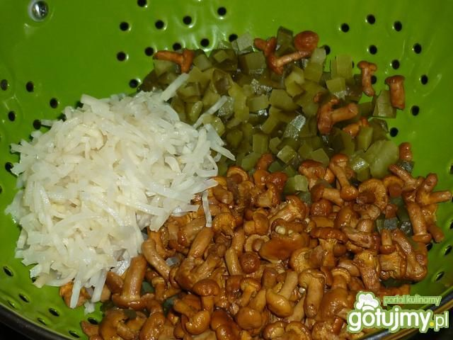 Sałatka ryżowa z kurkami marynowanymi
