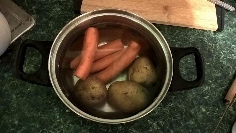 Sałatka śledziowa z gotowanymi warzywami