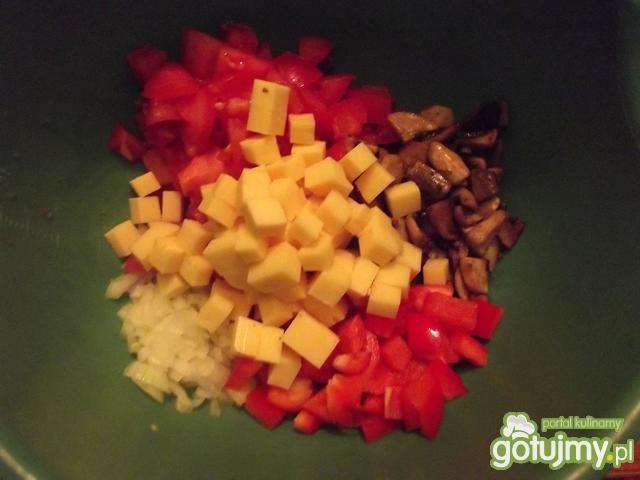 Sałatka tortellini z pieczarkami