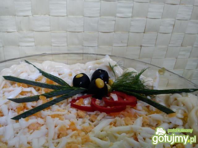 Sałatka warstwowa z selera konserwowego