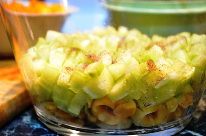 Sałatka warstwowa z tortellini