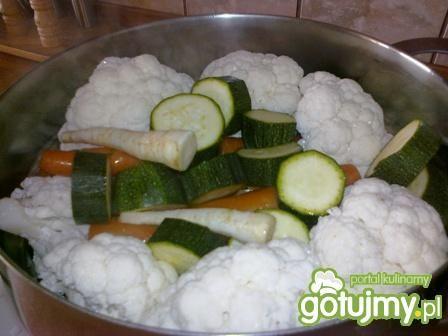 Sałatka warzywna z cukinią