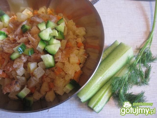 Sałatka warzywna z łososiem