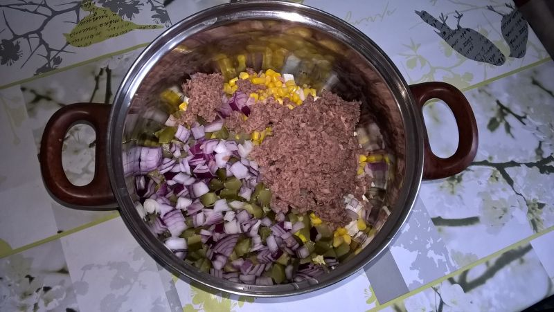 Sałatka warzywna z tuńczykiem