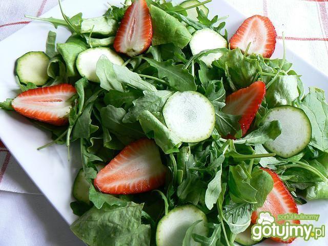 Sałatka wiosna z tofu na zielono