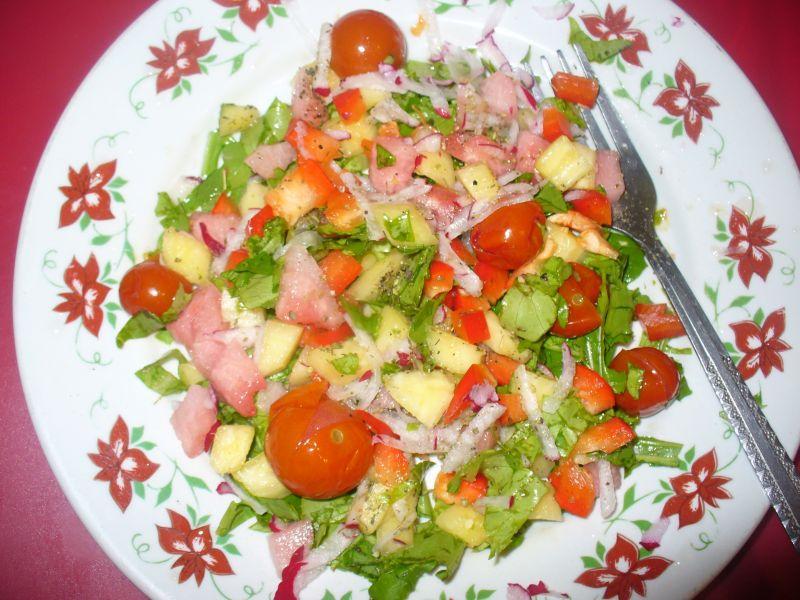 Sałatka z ananasem,arbuzem i papryką