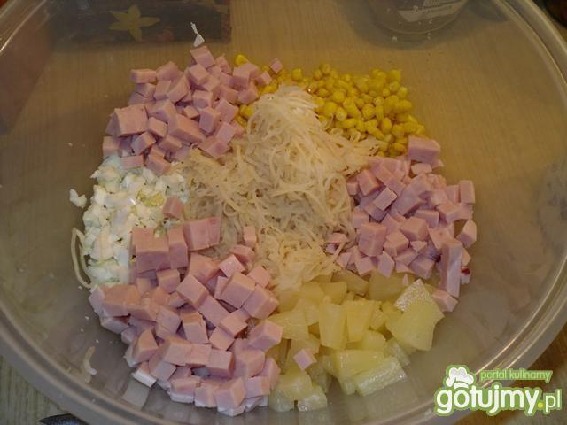 Sałatka z ananasem na ostro