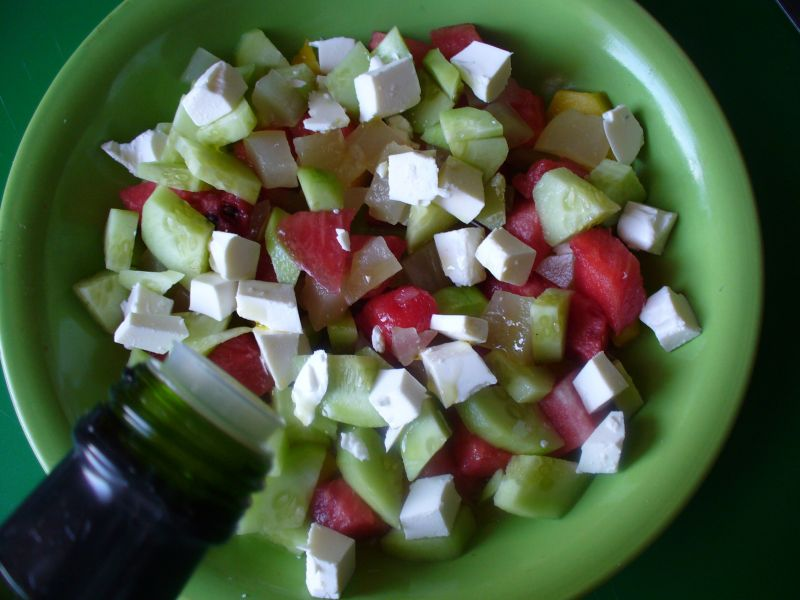 Sałatka z arbuzem i serm feta i ogórkiem