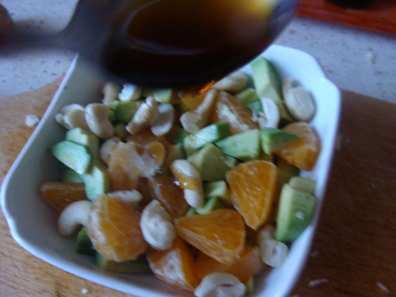 Sałatka z awokado, mandarynką w syropie klonowym