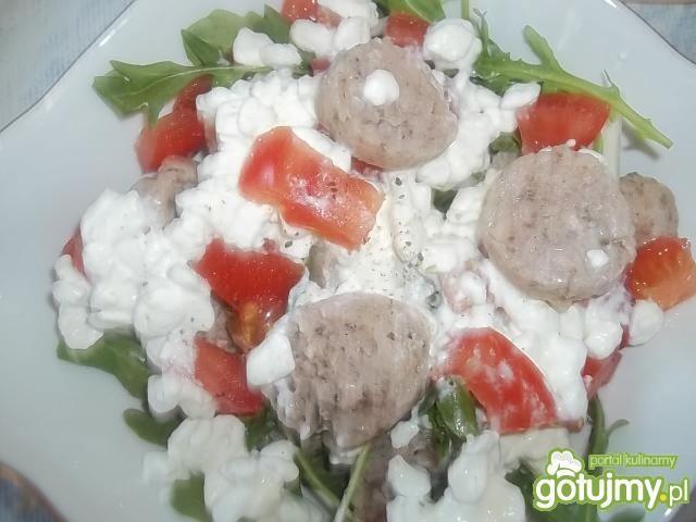 Sałatka z białą kiełbasą